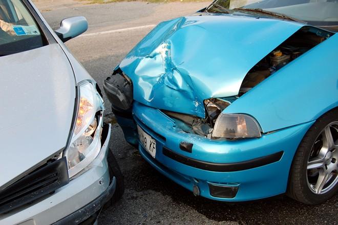 Żródło: https://mojafirma.infor.pl/moto/prawo-na-drodze/stluczki-i-wypadki/321342,galeria,Kolizja-na-parkingu-a-policja.html
