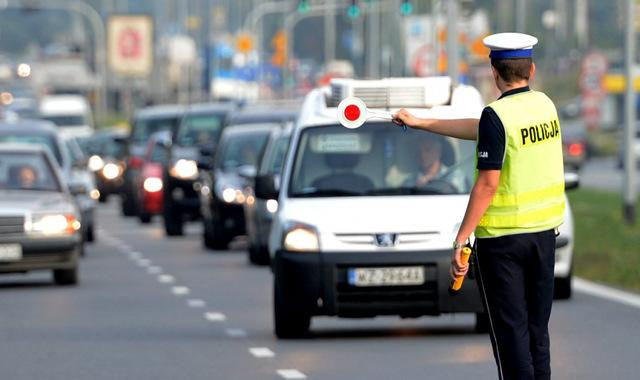 Źródło: https://moto.wp.pl/kontrola-drogowa-prawa-i-obowiazki-policjanta-6068773022479489a