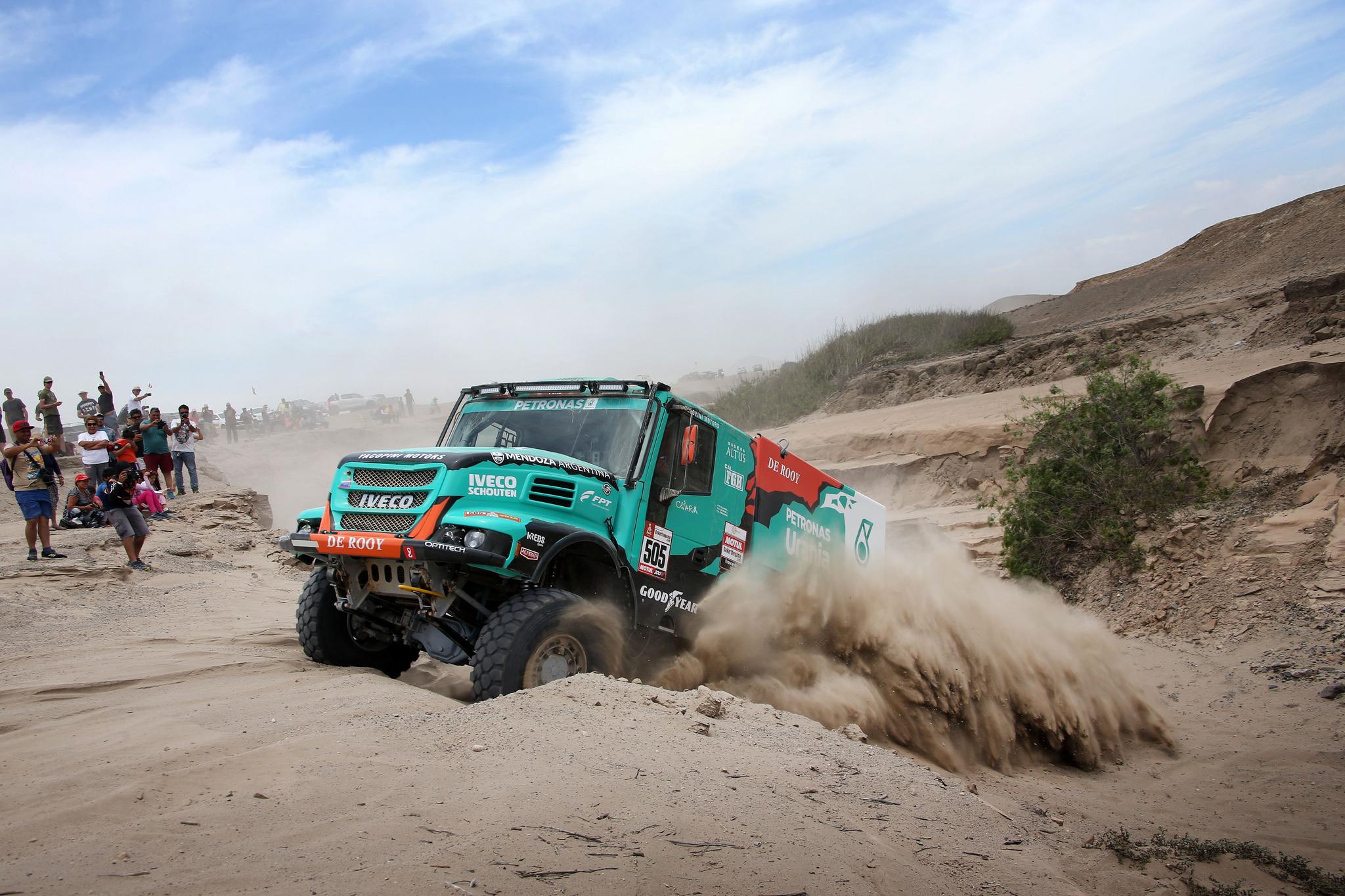 Zespół De Rooy z Polakiem w składzie na podium Rajdu Dakar _01