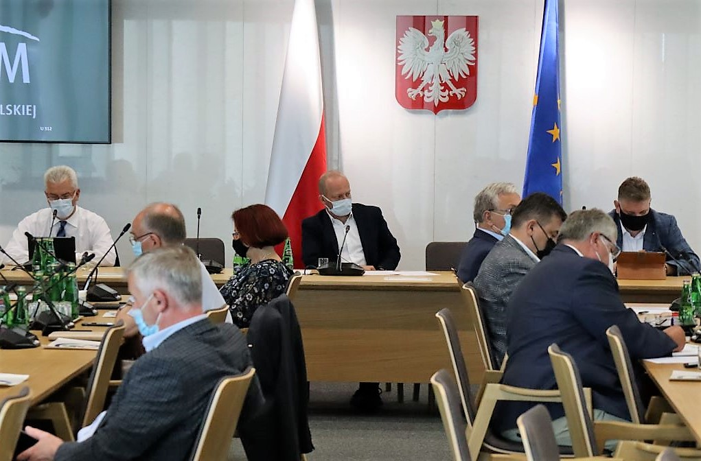 Sejmowa Komisja Infrastruktury: Prezes ZMPD Jan Buczek krytykuje opieszałość rządu ws. prac nad wynagradzaniem kierowców
