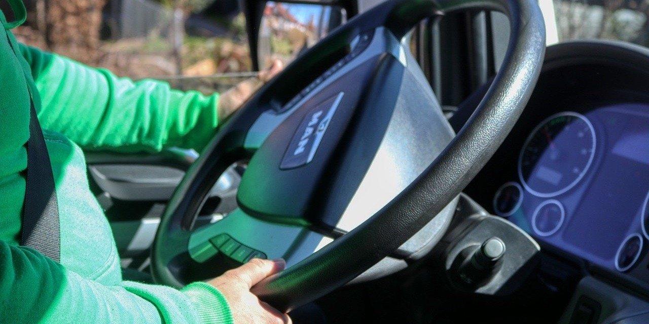 Na Osi Prawidłowa pozycja za kierownicą - podstawa zdrowego kierowcy