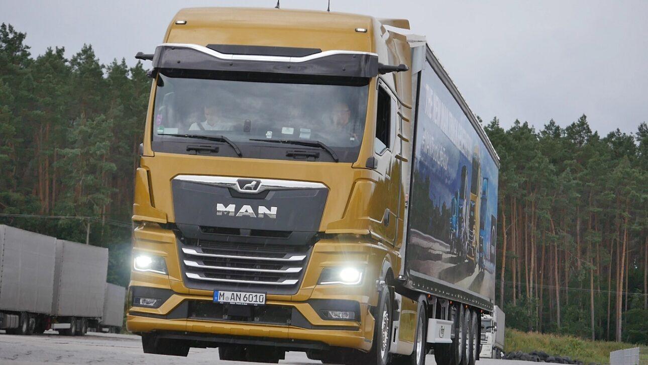 MAN na europejskim Roadshow prezentuje nowy system cyfrowych lusterek MAN Optivie, który dodatkowo zwiększa bezpieczeństwo na drodze.