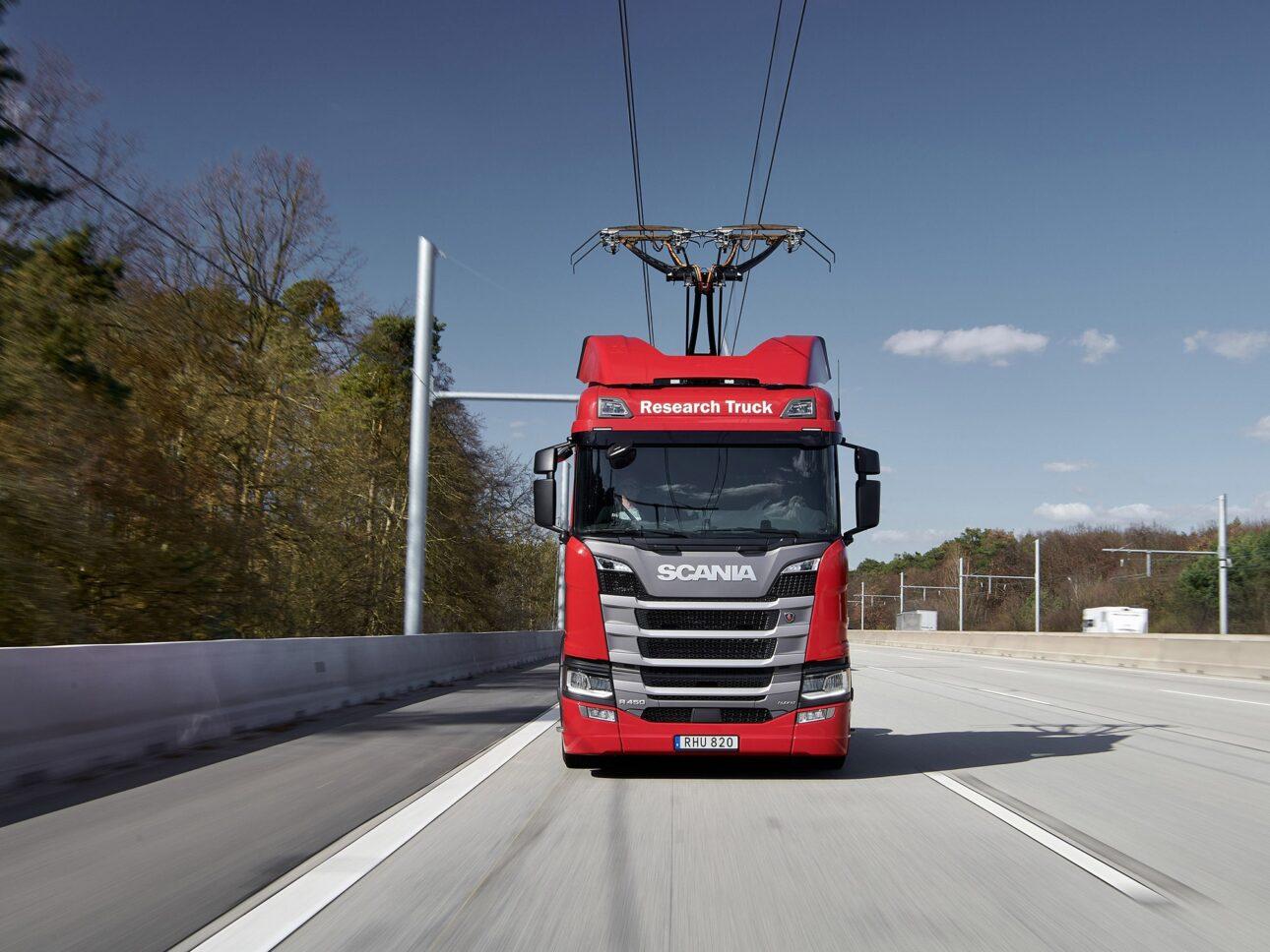 Scania w pionierskim studium wykonalności e-dróg