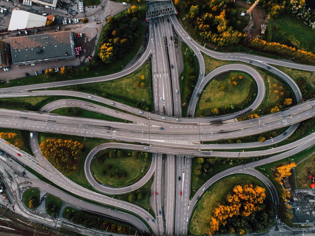 Rząd przeznaczy blisko 300 mld zł na budowę dróg
